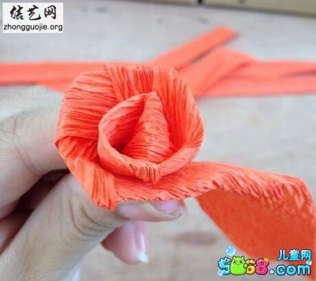 折纸玫瑰花图解-皱纹纸玫瑰花的折法的做法[含视频]╭