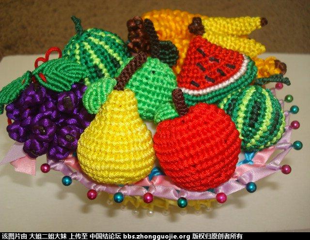 水粉画水果篮-水果篮和长颈鹿