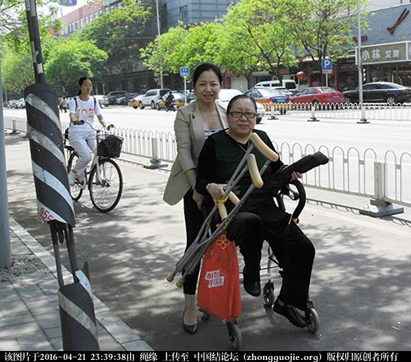 中国结论坛 记2016年4月21日李钉老师在社区义务教学的一堂课 教学 中国结文化 233127kl6sjvq6zgc0002l