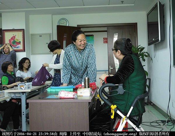 中国结论坛 记2016年4月21日李钉老师在社区义务教学的一堂课 教学 中国结文化 233352mez3yycncv5e3d9d