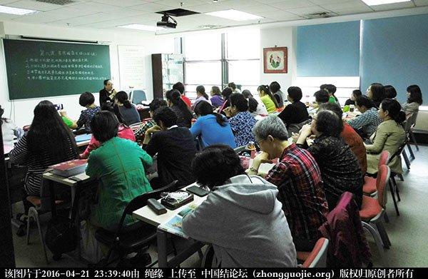 中国结论坛 记2016年4月21日李钉老师在社区义务教学的一堂课 教学 中国结文化 233703jhr7r6h9r791196g