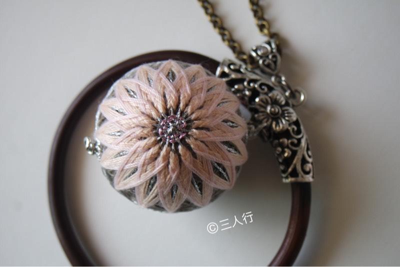 中国结论坛 「旧时光」手鞠球和鸡血藤结合的饰品  作品展示 100458pw4a8ivgbbzoogem