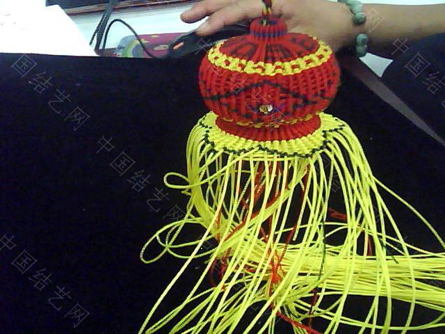 中国结论坛 帮狱编大师传的几张葫芦编织过程图  立体绳结教程与交流区 0910082258f4bbd62f26cb9e09