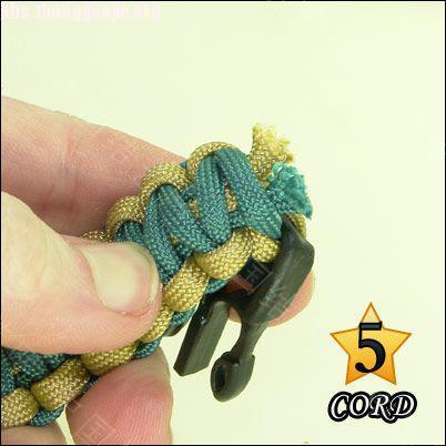 中国结论坛 偷了一个伞绳手链教程,希望大家喜欢!  图文教程区 101021180211521c869fb14fcc
