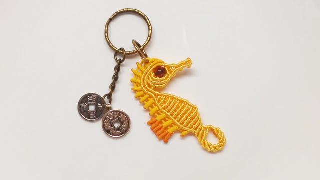 用蜡线编织一个海马形状的钥匙链,学习起来很容易(图解3-1)