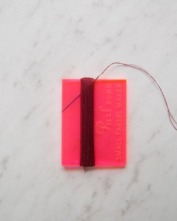 手工缝制一条精致的小流苏,一下子就提升了整条围巾的颜值,收藏