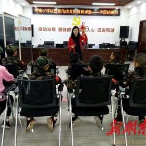 廉洁文化进社区,巧手编制中国结