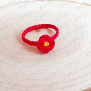 这样的玫瑰花红绳戒指你喜欢吗?要不要来一个