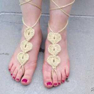 夏日光脚感觉有些单调,一款心型装饰脚链,让你光脚也能美美哒