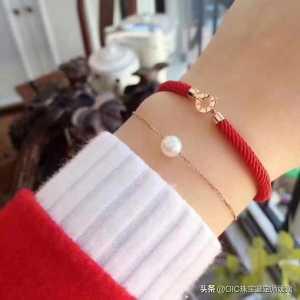 红绳手链才是手链中的精品,不仅有美好的寓意,佩戴在手大气温婉