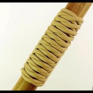 绳编——用伞绳DIY编织防滑把手的制作步骤