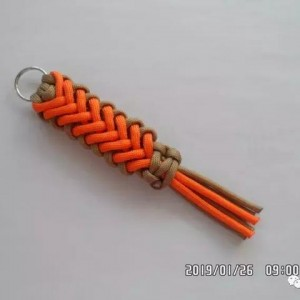 DIY手工一款漂亮的伞绳挂件教程