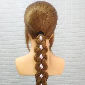 彩带辫子教程图解,分享低马尾好看又简单的扎法