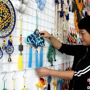 于云飞蒙古族绳结非遗传承,每年向千余人传授绳结艺术