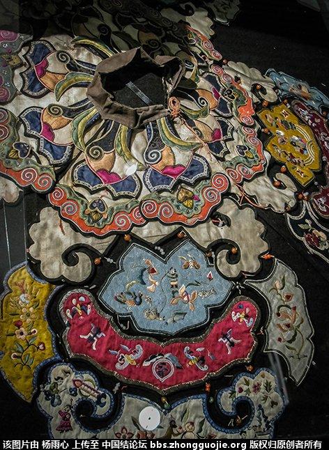 中国结论坛 北京服装学院民族服饰博物馆-------结饰细节与刺绣工艺 北京服装,民族服饰,博物馆,学院,结饰 中国结文化 1700081xjf5ffxf356x49t