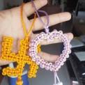 给朋友两闺女的两小挂饰,卍字结为幾分閑老师画图编制
