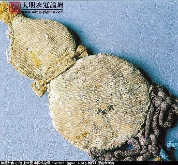 中国结论坛 元·灰白地刺繡人物花卉紋葫蘆形香囊  中国结文化 231352tnidtdvzcgdcgckz