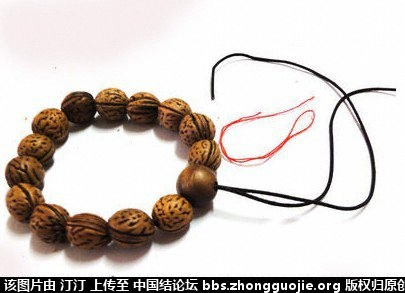 中国结论坛 如何巧穿手串佛头 手串的佛头三通怎么穿,有佛头的手串如何佩戴,怎样穿佛头三通,佛珠手串三通穿法视频,手串打结方法大全图解 图文教程区 164703691v1d0k119m9ycy