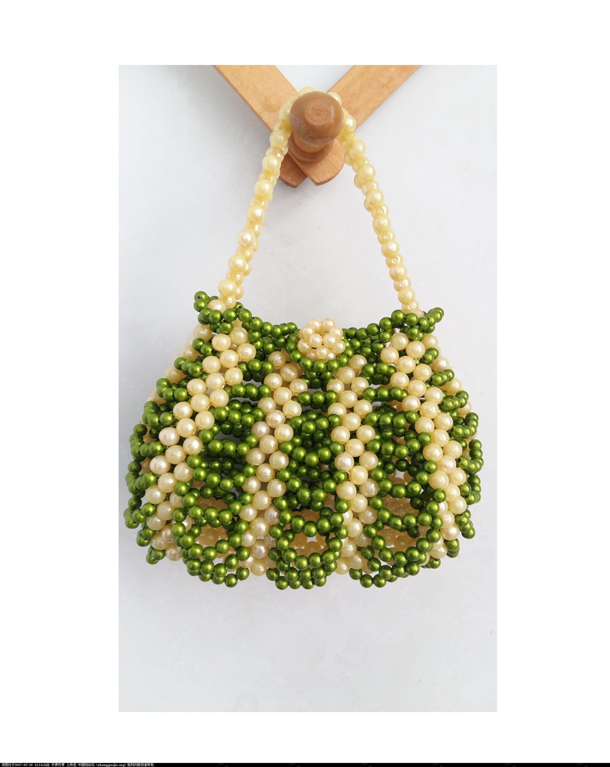 中国结论坛 自己编的串珠化妆包和零钱包。  串珠其他手工资料分享 120256dc6p7hi71bi7622p