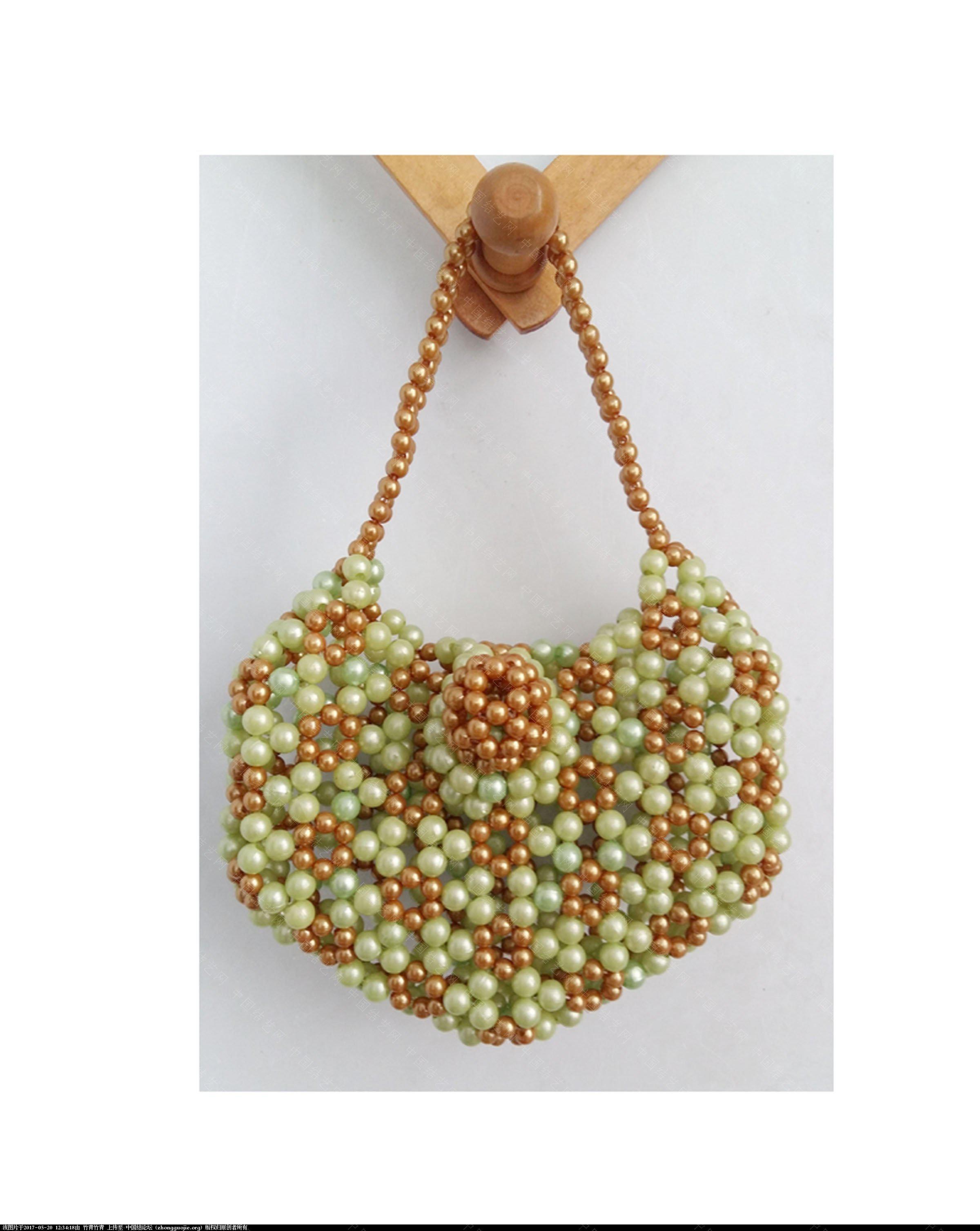 中国结论坛 自己编的串珠化妆包和零钱包。  串珠其他手工资料分享 122158yvoii1746fos545f
