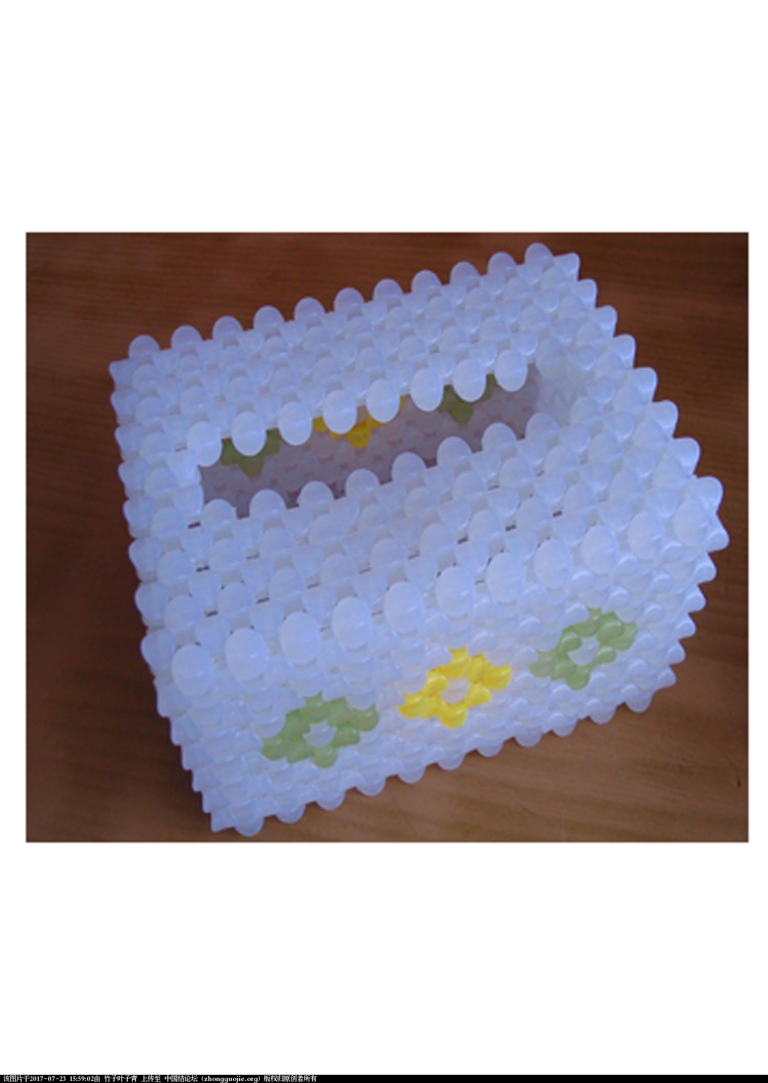 中国结论坛 跟大家分享串珠花瓶,抽纸盒及像框。  串珠其他手工资料分享 155752q20er0r44um1r122