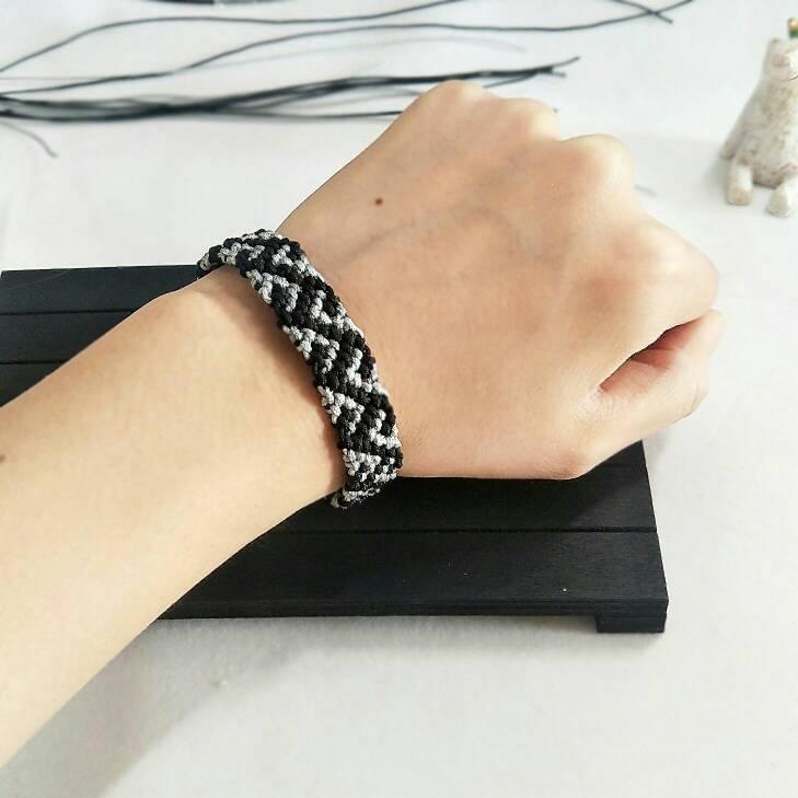 中国结论坛 照着走线图编的手带  作品展示 142626dmo8p8ipkvk2m8k8