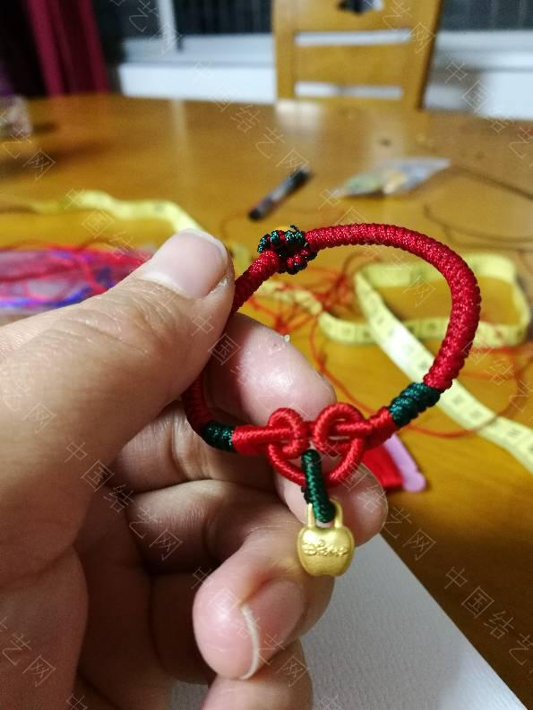 中国结论坛 晒晒最近编的红手绳,哈哈  作品展示 125839fekeezzna5fllhhc