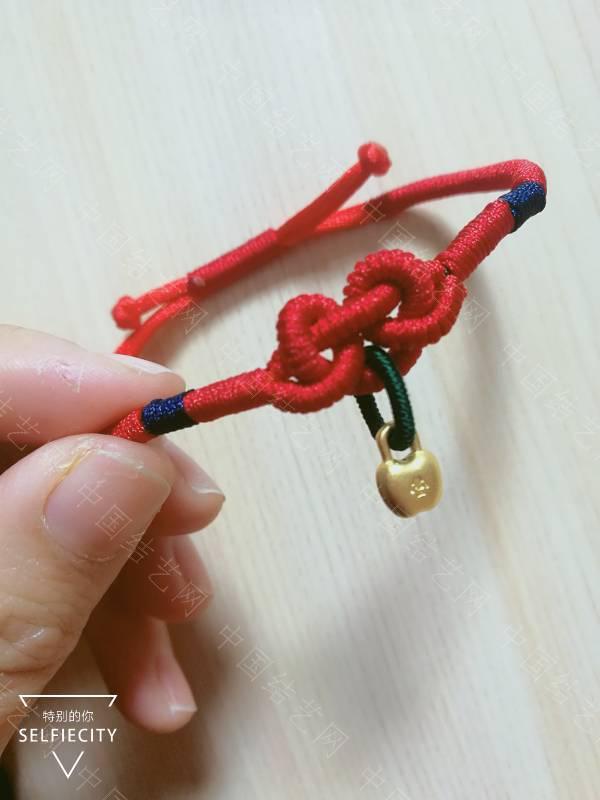 中国结论坛 晒晒最近编的红手绳,哈哈  作品展示 125841u1uexqst7bs27117
