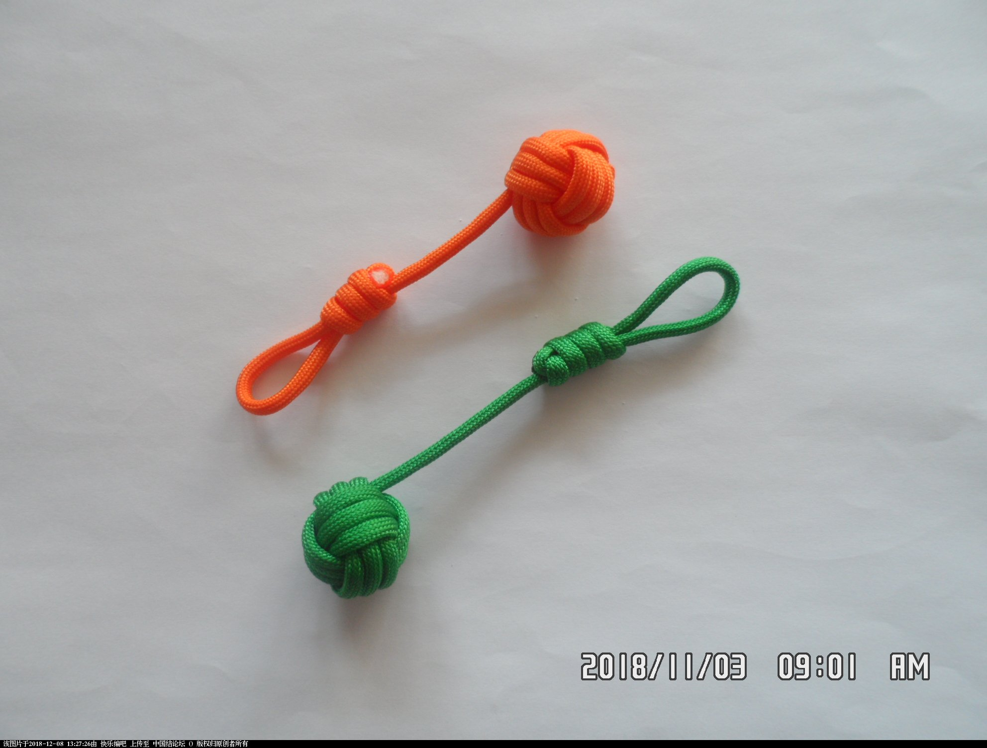 中国结论坛 简单实用的伞绳小挂件(5)—— 猴拳结还可以这样编  图文教程区 124756ocfo5oqpfzwp202c