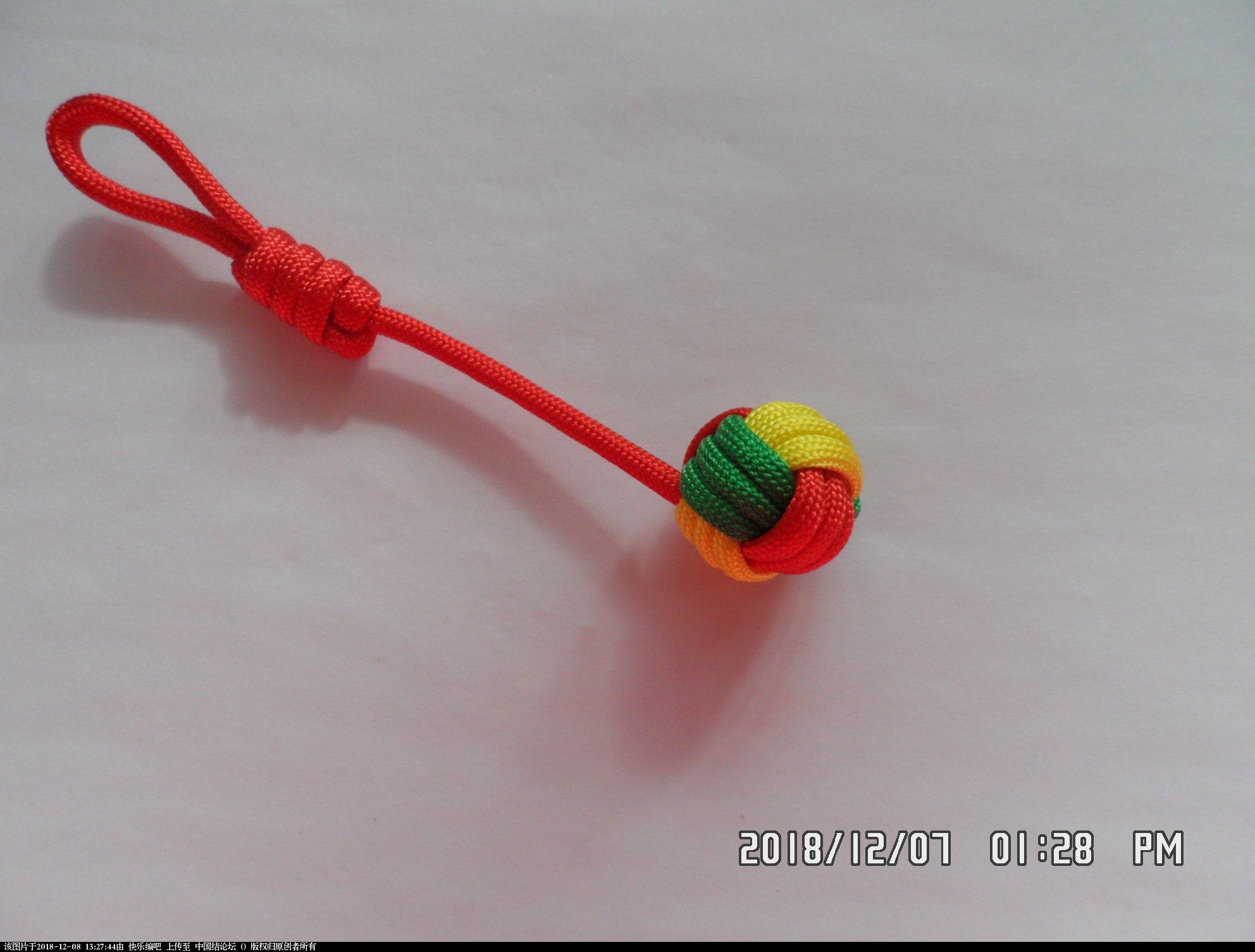 中国结论坛 简单实用的伞绳小挂件(5)—— 猴拳结还可以这样编  图文教程区 131125d2tzqaa17151t7eo
