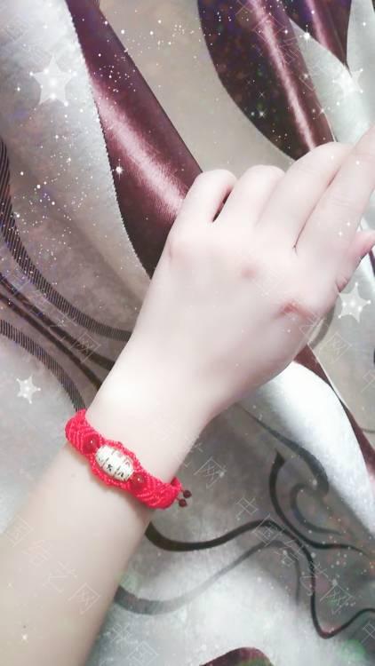 中国结论坛 一个朋友五六个银桶珠让我给编手链,清一色的红绳  作品展示 110328naa4nkz5ad53wn9g