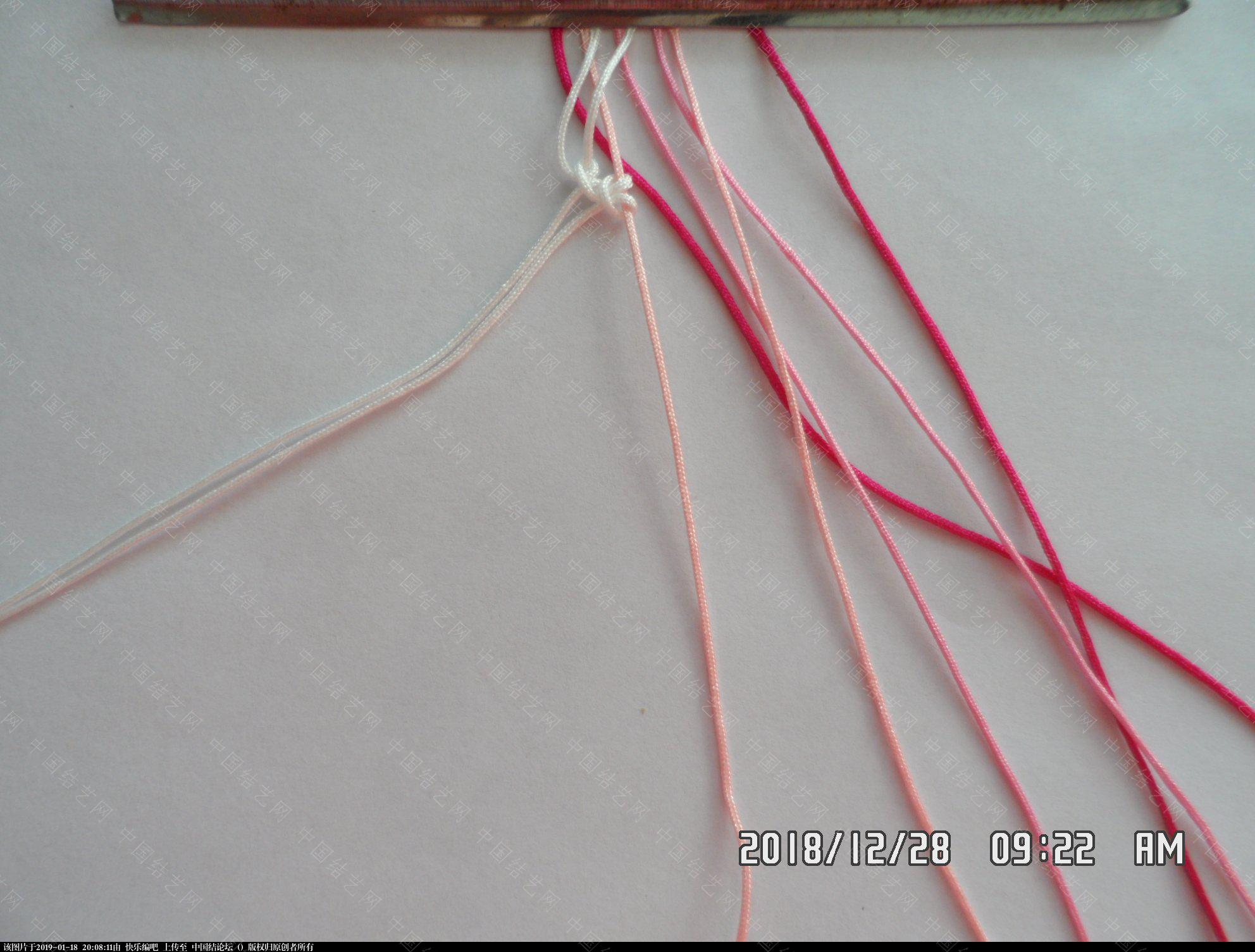 中国结论坛 一款水稻图案手绳的编法 —— 雀头结练习  图文教程区 191224cbe67lv2vjx23vo0