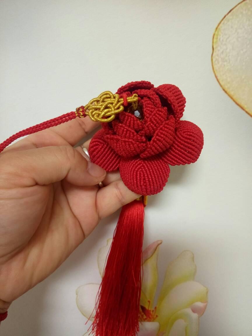 中国结论坛 玫瑰车挂和牡丹车挂,红色用的A玉线,有点勒手,做完了有点手指疼  作品展示 204104joy9dndl38zw211o