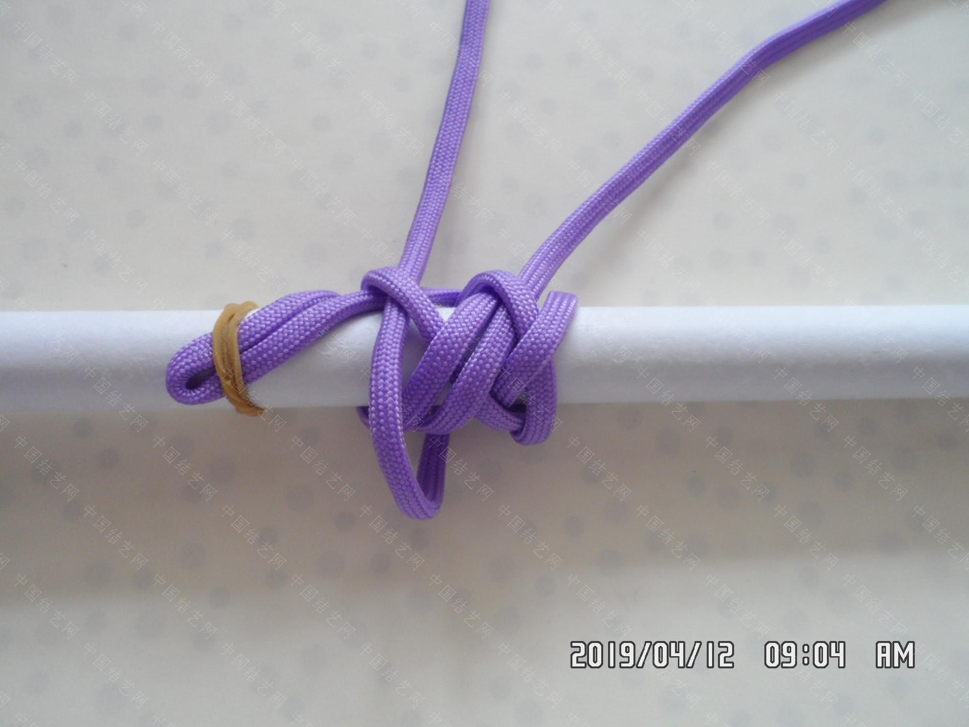 中国结论坛 一款伞绳扁形小挂件的走线方法  图文教程区 171335lepkt0yx700k48ce