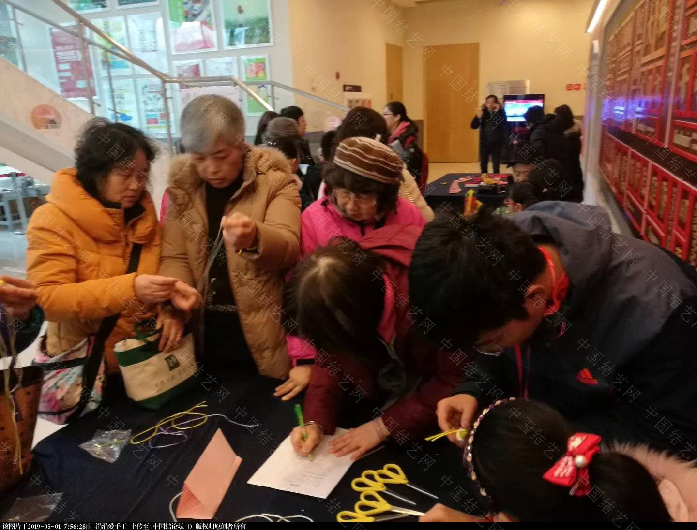 中国结论坛 年轻朝气的大学生们,来自各国,齐聚上海青编舍学习中国传统文化·中国结  结艺网各地联谊会 073631raffr1b1rddqd0y7
