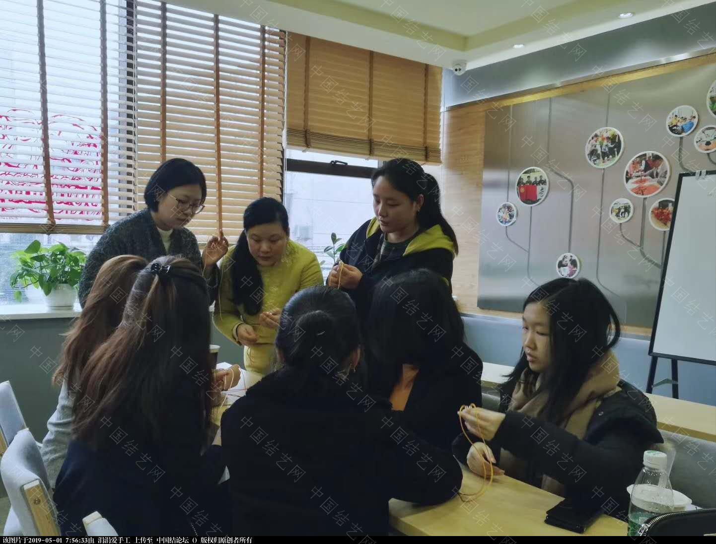 中国结论坛 年轻朝气的大学生们,来自各国,齐聚上海青编舍学习中国传统文化·中国结  结艺网各地联谊会 075036culn4rqk8b6k8ot4