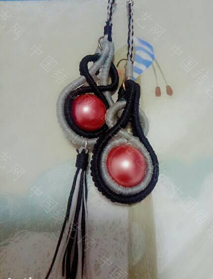 中国结论坛 一对黑白配色的耳饰(呼,快开学了,没时间了) 一对,黑白,黑白配,耳饰,开学 作品展示 200140smgdl09dacc00dda