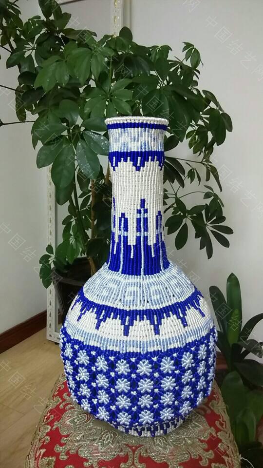 中国结论坛 最近迷上了青花瓷 这个大瓶子连设计带编用了十天时间  作品展示 105901lelep91ju6jp0eoj