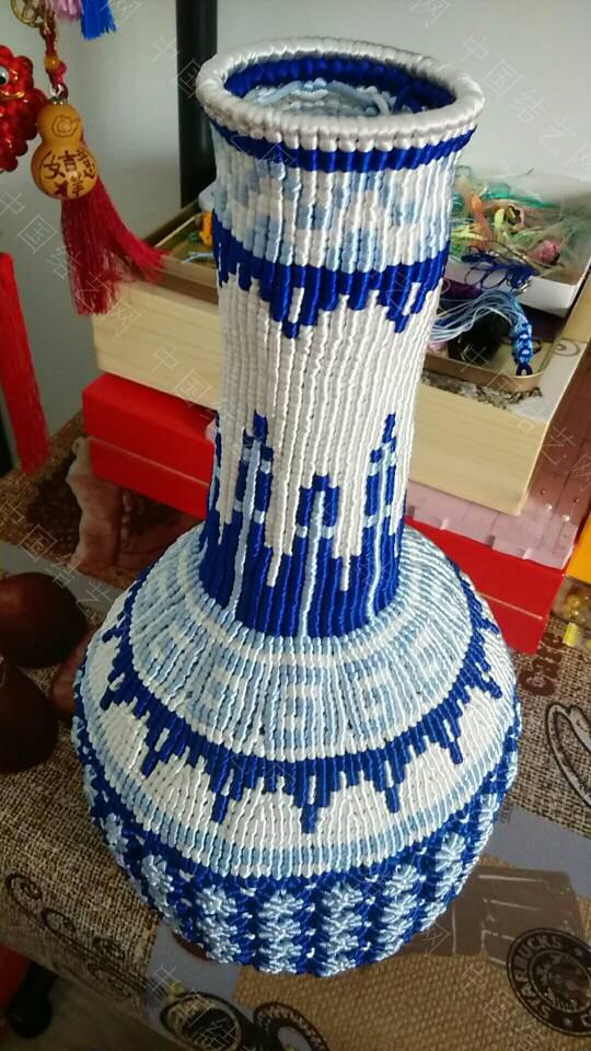 中国结论坛 最近迷上了青花瓷 这个大瓶子连设计带编用了十天时间  作品展示 105904a0121a1ew1h126b9