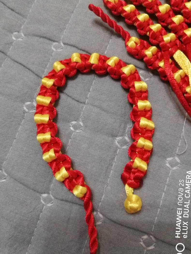 中国结论坛 金豆红绳手链 手链,金豆,红绳手链,金豆串红绳怎样编,两头可滑动的活扣图解 图文教程区 063524qkhr66855kkpu75k