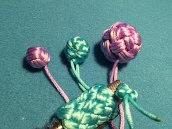 中国结论坛 猴拳結球的編織,用缐長度看線的組細約100cm左右 毛衣编织尺寸计算公式,各年龄段毛衣编织尺寸,绳子长了怎么编织缩短,福袋钩针编织图解 图文教程区 004246o2f77f7mtuxa5fmf