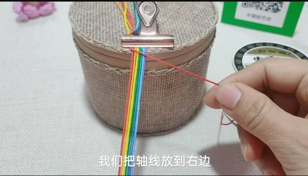 中国结论坛 六一节就做个彩虹斜卷结钥匙扣送给宝贝吧! 钥匙扣,送给,宝贝,钥匙,彩虹 图文教程区 214003r4dixxxhltm11gd7