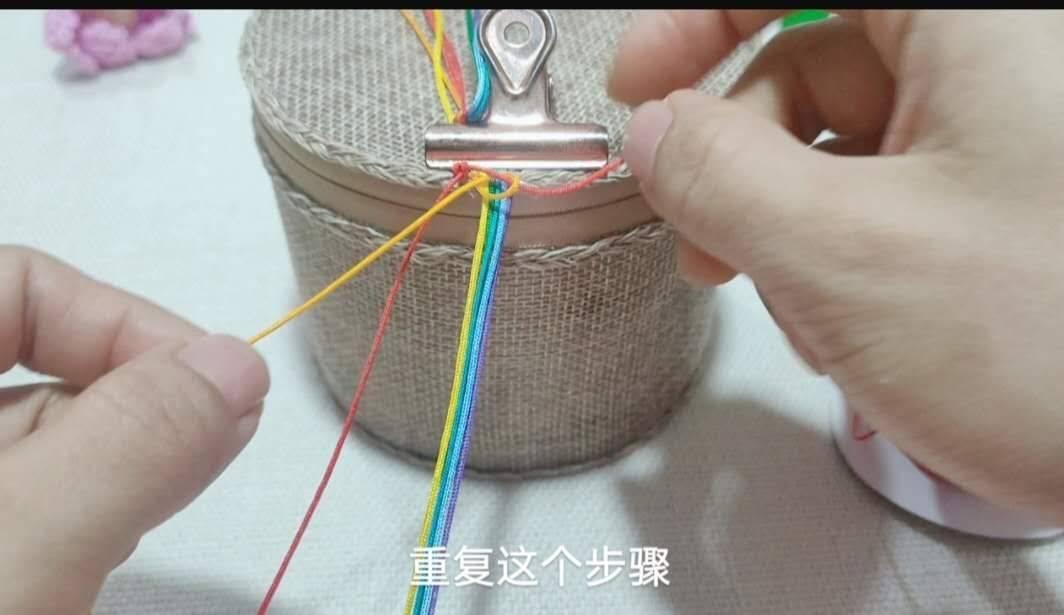 中国结论坛 六一节就做个彩虹斜卷结钥匙扣送给宝贝吧! 钥匙扣,送给,宝贝,钥匙,彩虹 图文教程区 214005nh3h8o9jt9iv7ev9