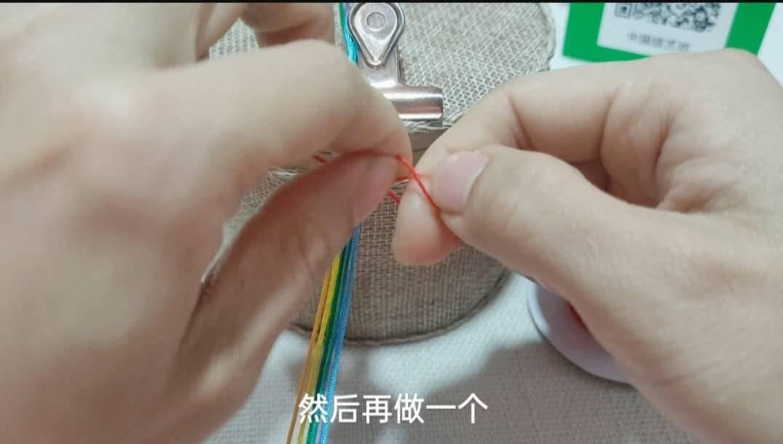 中国结论坛 六一节就做个彩虹斜卷结钥匙扣送给宝贝吧! 钥匙扣,送给,宝贝,钥匙,彩虹 图文教程区 214005wyj3f4ofhrochcvz