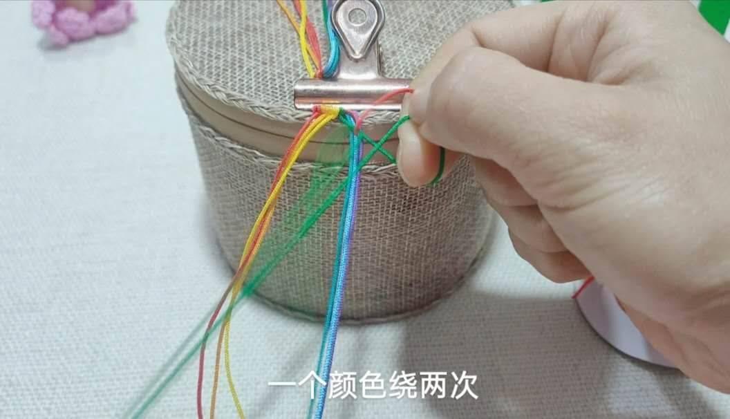 中国结论坛 六一节就做个彩虹斜卷结钥匙扣送给宝贝吧! 钥匙扣,送给,宝贝,钥匙,彩虹 图文教程区 214006kjlug1jazv42g42g