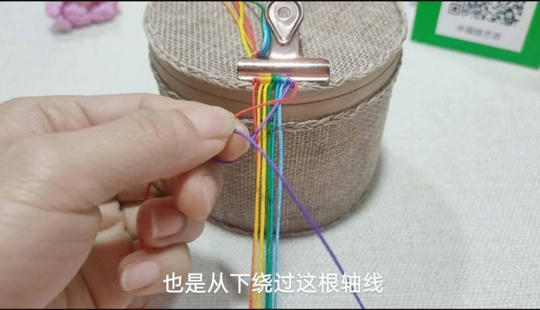 中国结论坛 六一节就做个彩虹斜卷结钥匙扣送给宝贝吧! 钥匙扣,送给,宝贝,钥匙,彩虹 图文教程区 214007lo0j8gtu0qtp11jd