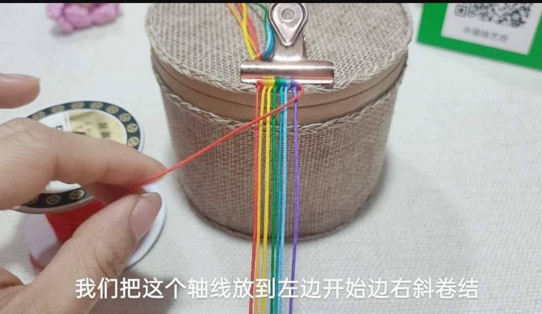 中国结论坛 六一节就做个彩虹斜卷结钥匙扣送给宝贝吧! 钥匙扣,送给,宝贝,钥匙,彩虹 图文教程区 214007wq1t0h1iddqo0inh