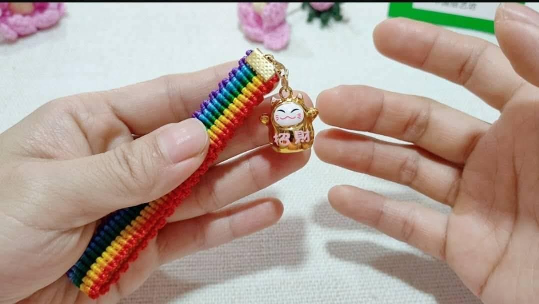 中国结论坛 六一节就做个彩虹斜卷结钥匙扣送给宝贝吧! 钥匙扣,送给,宝贝,钥匙,彩虹 图文教程区 214011dkhfkzc5iktk5k0e