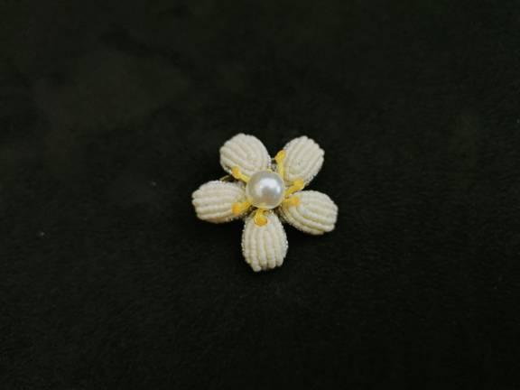 中国结论坛 唯独没有粉色的小桃花胸针 有没有白色有没有粉色,粉色的桃花白色的柳叶 作品展示 180004dzgbn3gy3z3l6s01