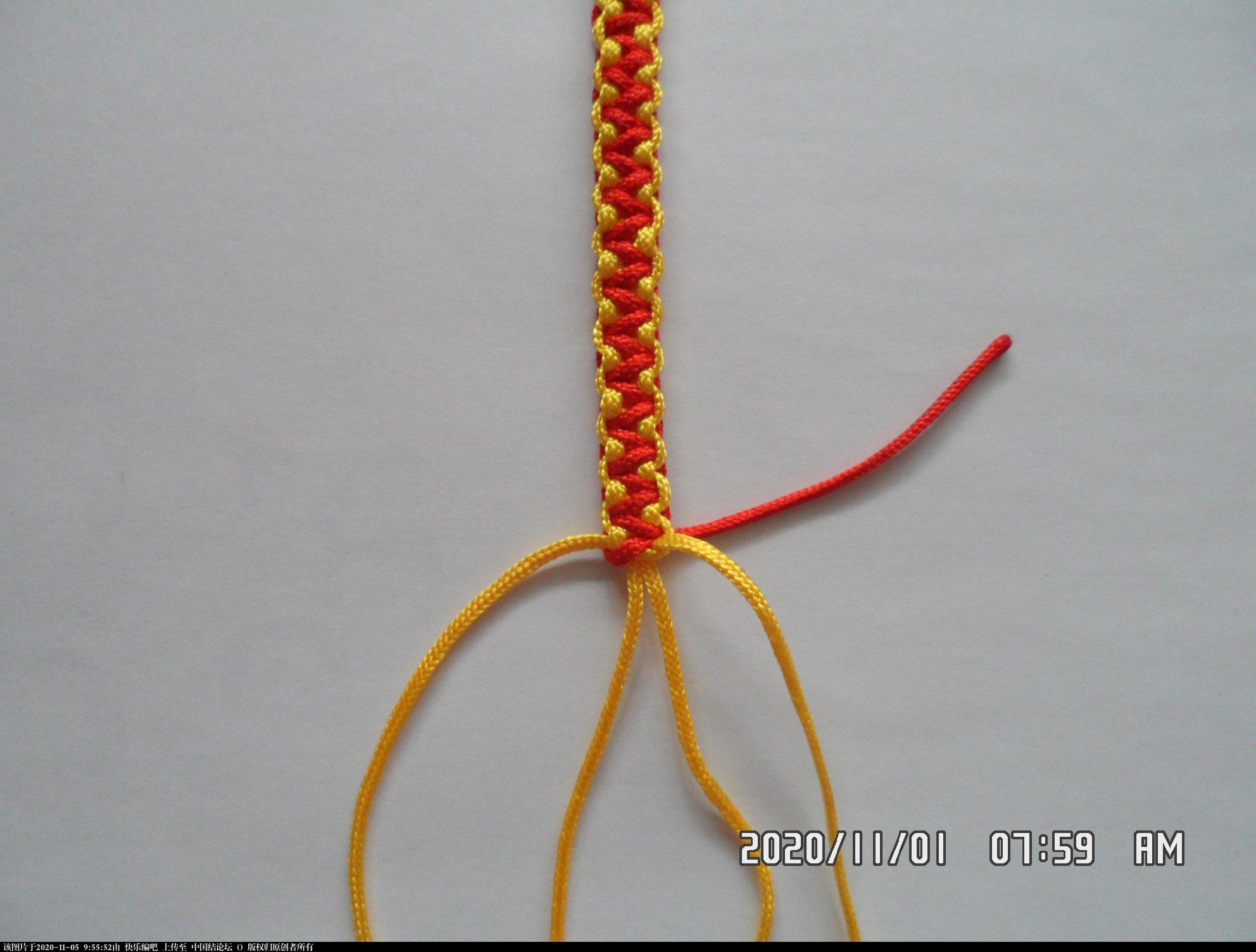 中国结论坛 一款添加装饰线的平结手绳 —— 平结还可以这样编(4) 平结,平结的链,手链,中国结入门基础教程 图文教程区 092159zlpplzllbb4y5b28